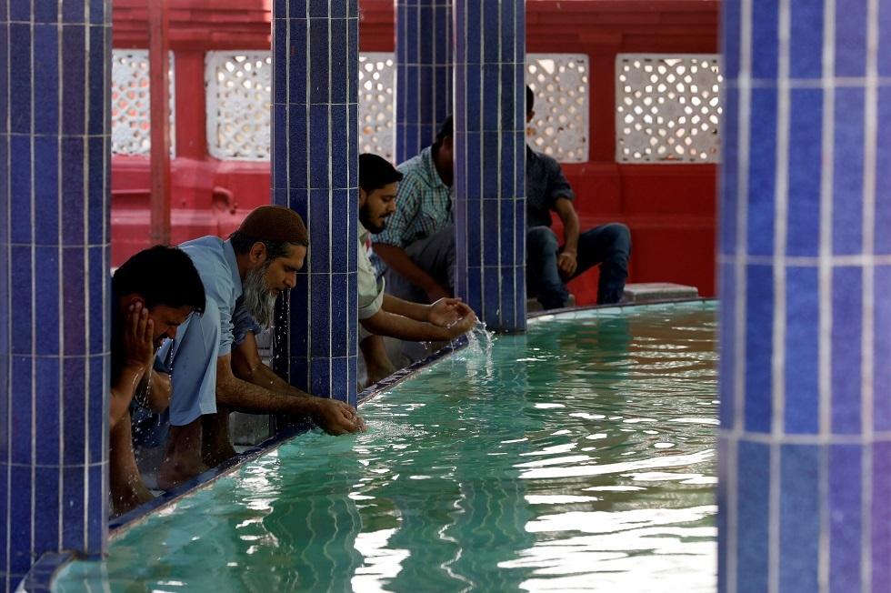 كورونا.. مساجد باكستان مفتوحة يوم الجمعة رغم تفشي الفيروس