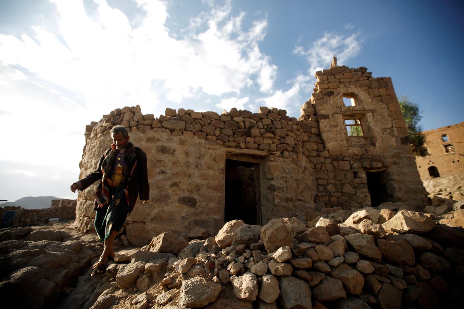 اليمن.. الحوثيون يعلنون عن غارات للتحالف قرب حدود السعودية
