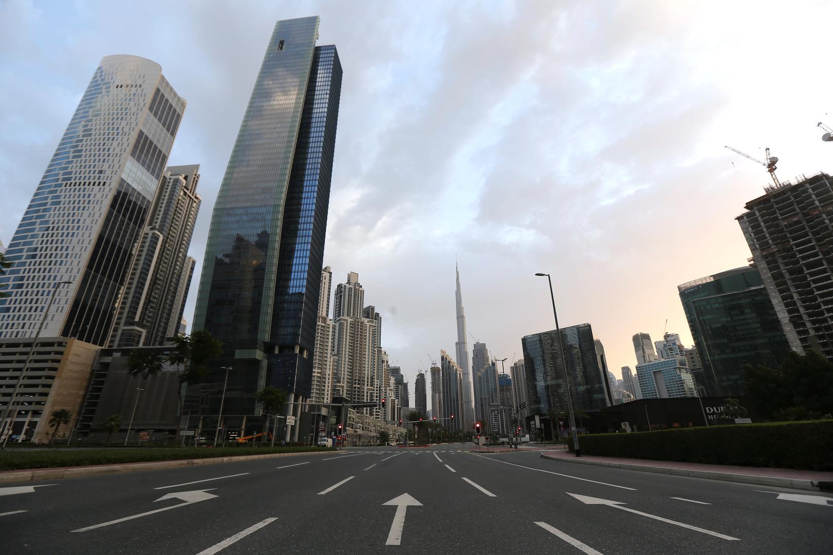 دبي تشدد القيود على الحركة لمدة أسبوعين لوقف انتشار فيروس كورونا