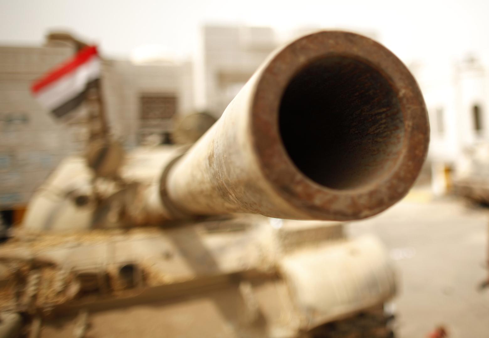 دبابة تابعة للقوات اليمنية المعترف بها دوليا