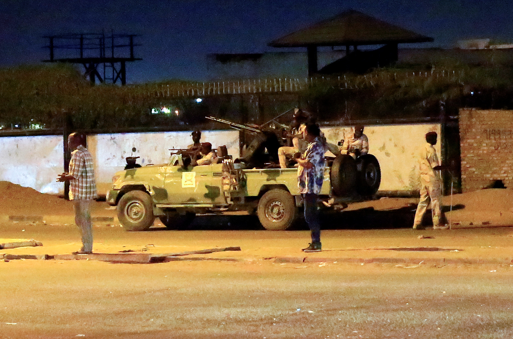 الجيش السوداني ينتشر في الخرطوم تزامنا مع الذكرى الأولى لانطلاق الاحتجاجات
