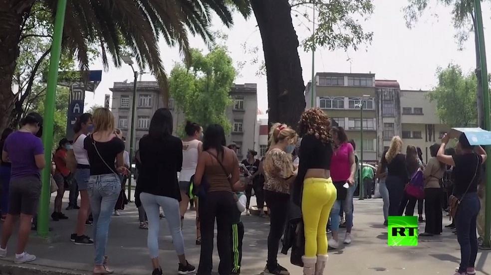 بالفيديو.. المكسيك تقدم مساعدات لبائعات الهوى بعد تفشي فيروس كورونا