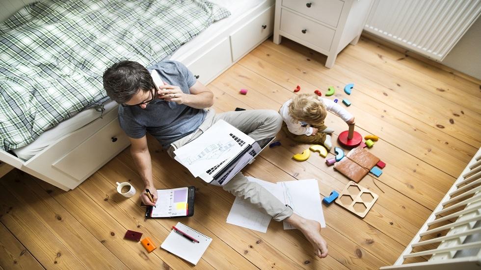 المجبورون على العمل في المنزل بسبب كورونا مهددون بمشكلات عقلية وبدنية