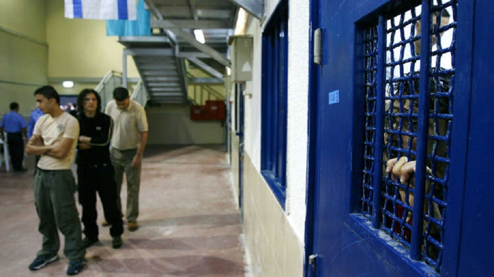 أسرى فلسطينيون في أحد سجون إسرائيل - أرشيف
