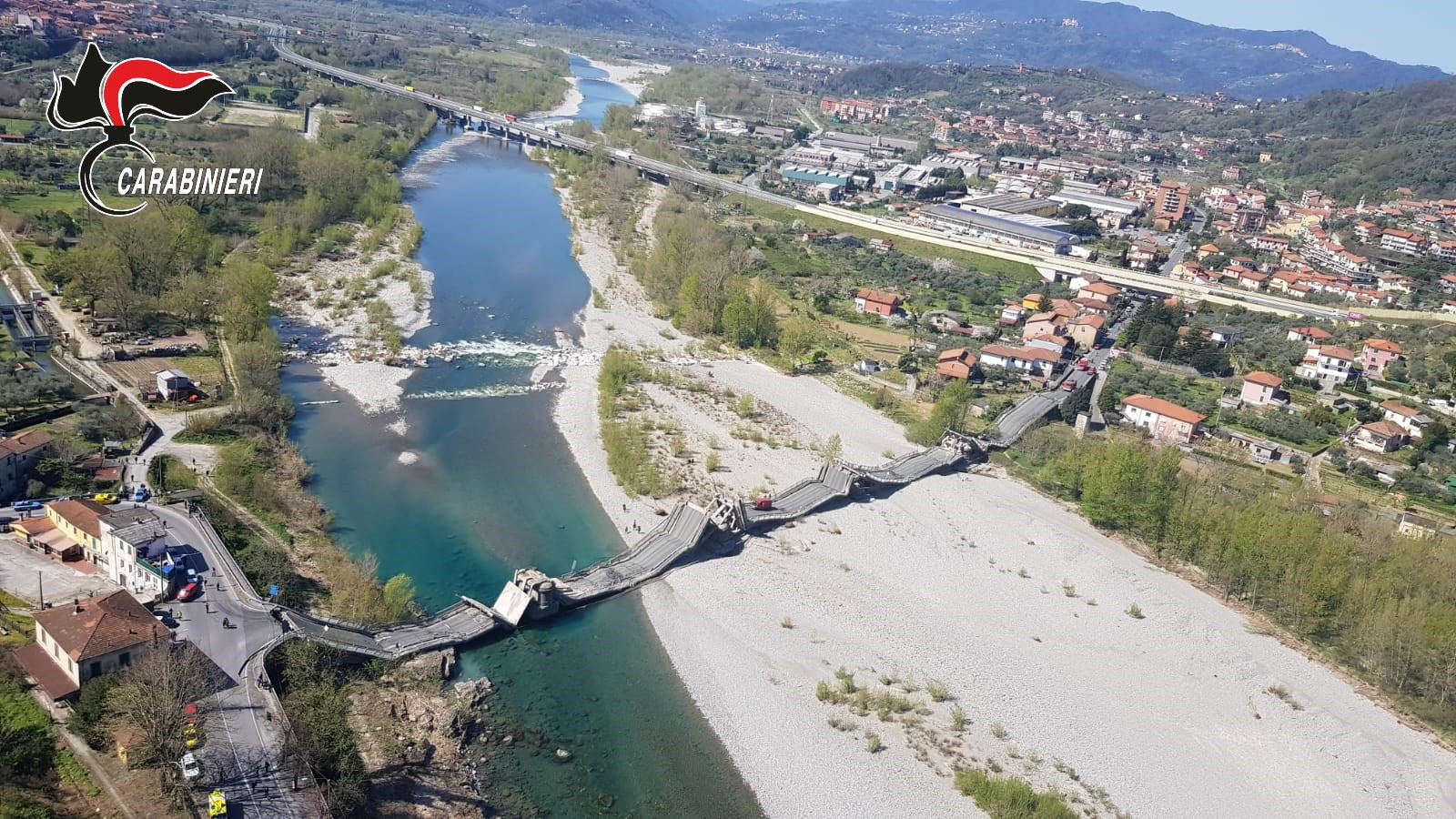 انهيار جسر للسيارات شمال إيطاليا