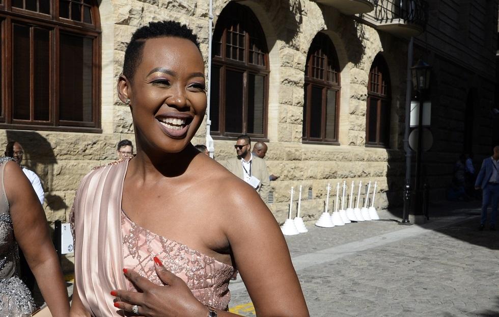 وزيرة الاتصالات في جنوب إفريقيا ستيلا ندبيني-أبراهامز
