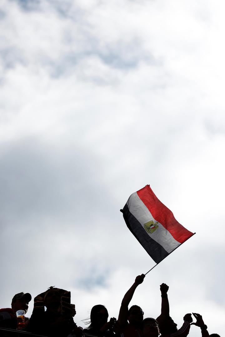 شاهد.. لحظة رفع علم مصر على السلاح الجديد