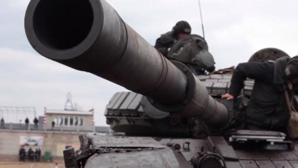 بالفيديو.. تدريبات رماية لدبابات الجيش الروسي