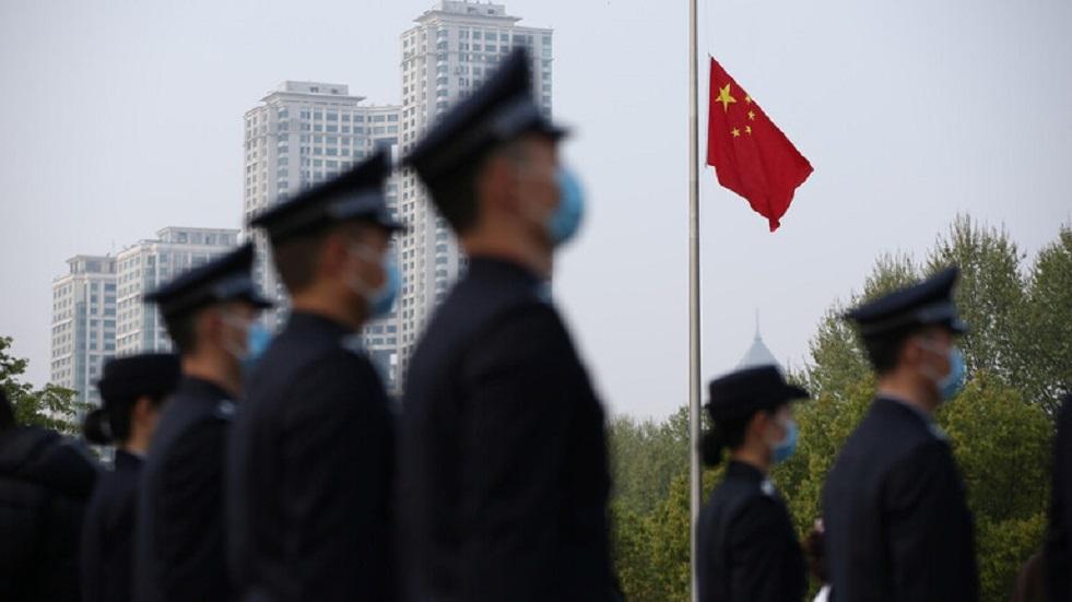 الصين تطلب من الأمريكيين عدم تسييس كورونا وربطه بها وتتمنى أن يهزموا الفيروس