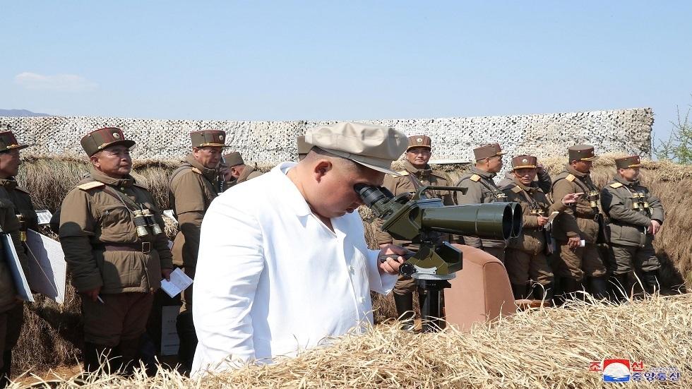 الزعيم الكوري الشمالي يشرف على تدريبات عسكرية (صور)