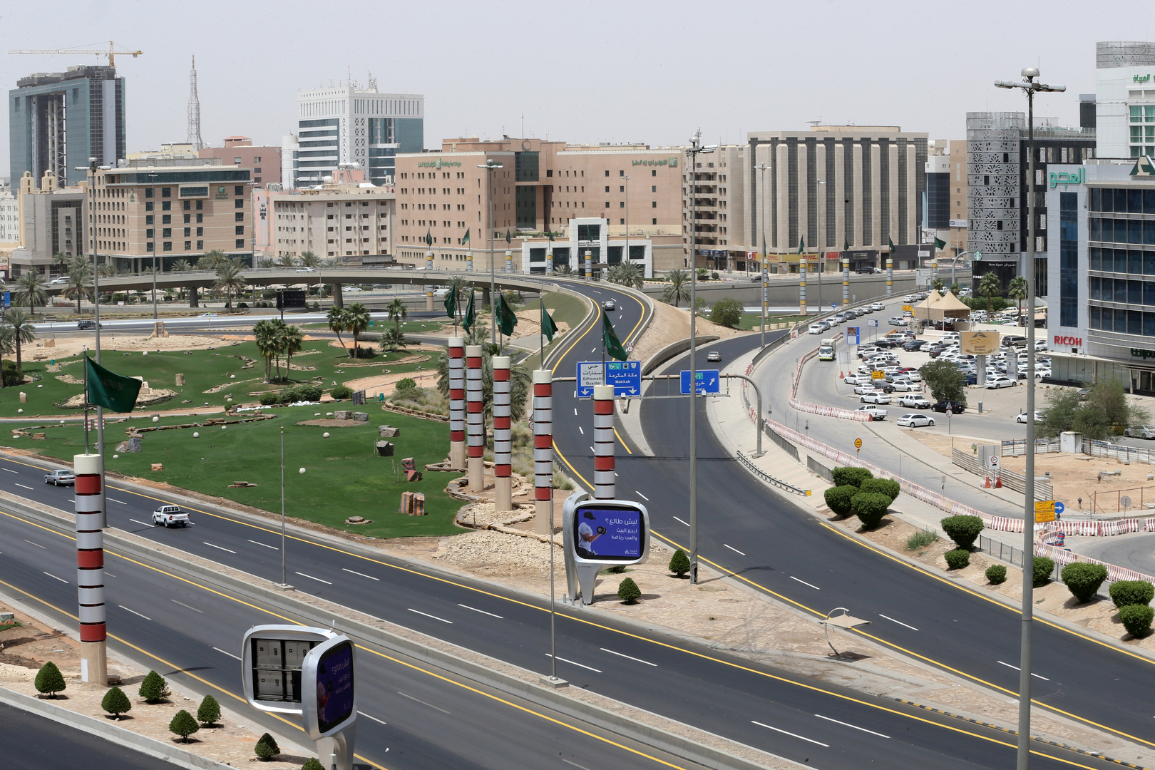 السعودية تشدد إجراءات مكافحة كورونا في المدينة المنورة