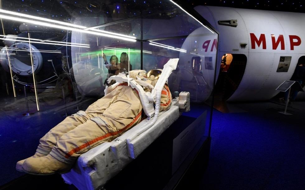 روسيا تحتفل بعيد رواد الفضاء وكورونا يلقي بظلاله على العيد