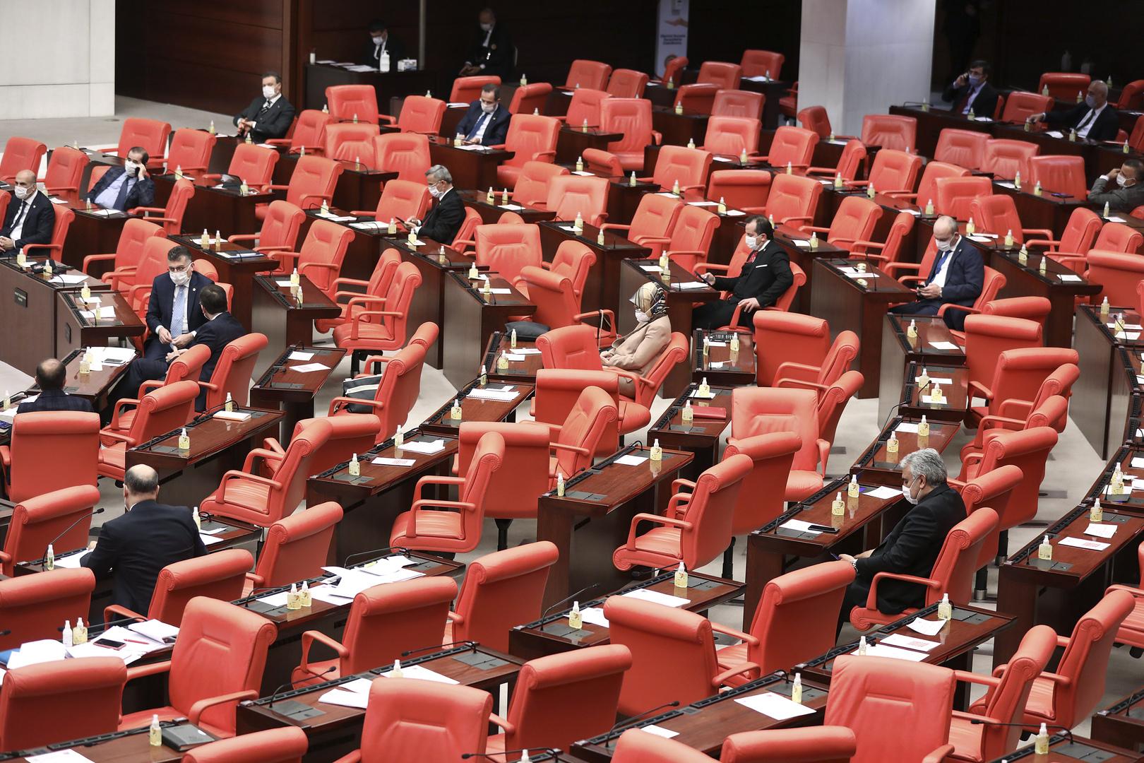 البرلمان التركي يقر تشريعا للإفراج عن عشرات آلاف السجناء بسبب كورونا