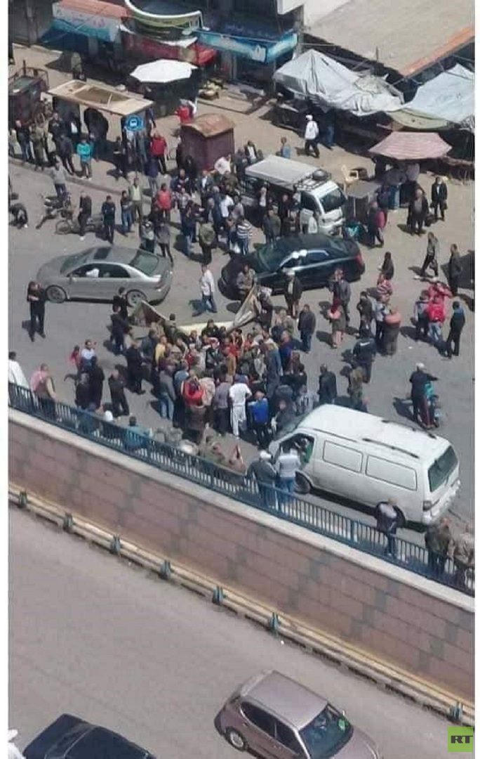 احتجاجات على نقل سوق شعبي في مدينة اللاذقية السورية