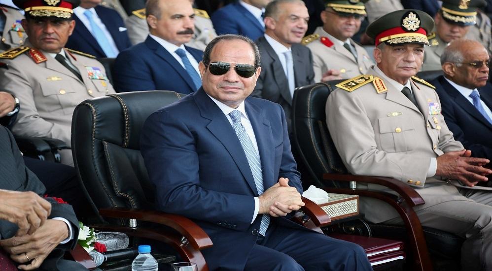 وزير الدفاع المصري برفقة السيسي