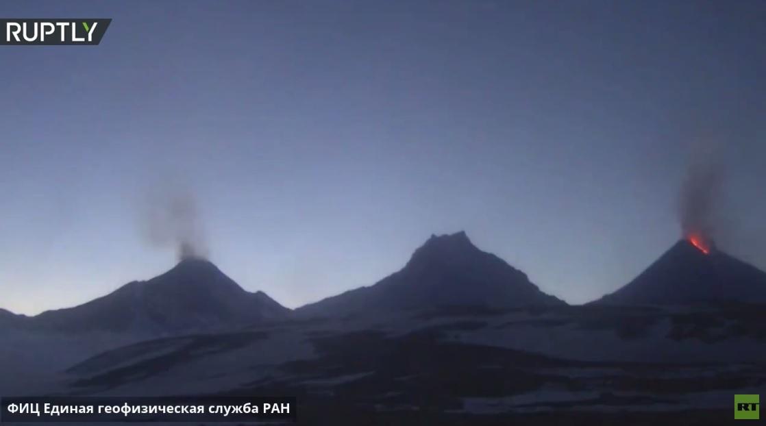 روسيا.. كاميرات تسجل لحظة ثوران بركان في كامتشاتكا