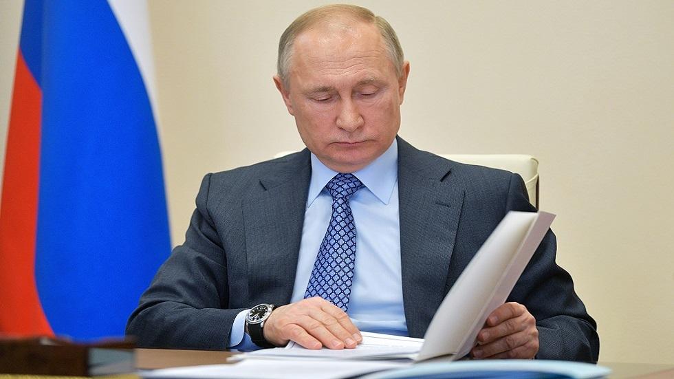 بوتين يوقع قانونا يسمح للأجانب بالحصول على الجنسية الروسية دون التخلي عن جنسيتهم الأصلية
