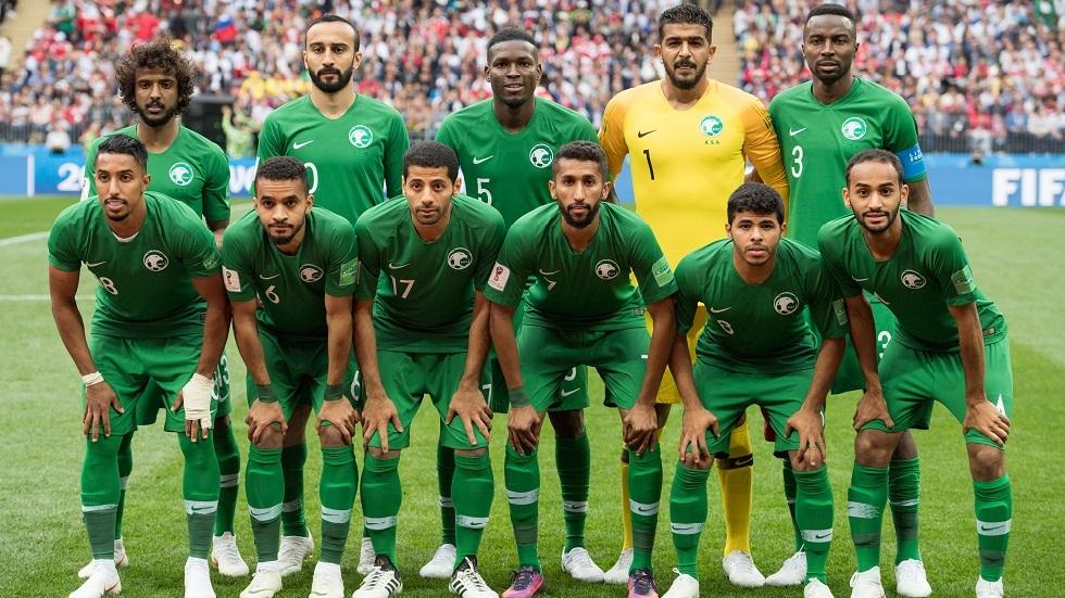 مدرب المنتخب السعودي يعلن تخفيض راتبه بسبب كورونا