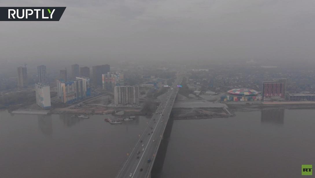 شاهد.. سحب دخان حرائق الغابات تغطي نوفوسيبيرسك الروسية