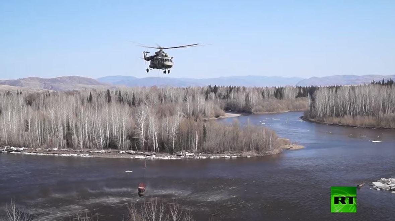 الطيران الروسي يكافح حرائق غابات تجتاح سيبيريا