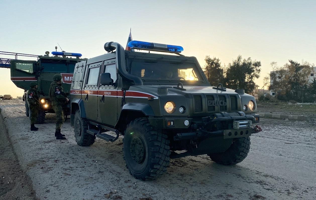 دورية للشرطة العسكرية الروسية في محافظة إدلب بشمال غرب سوريا