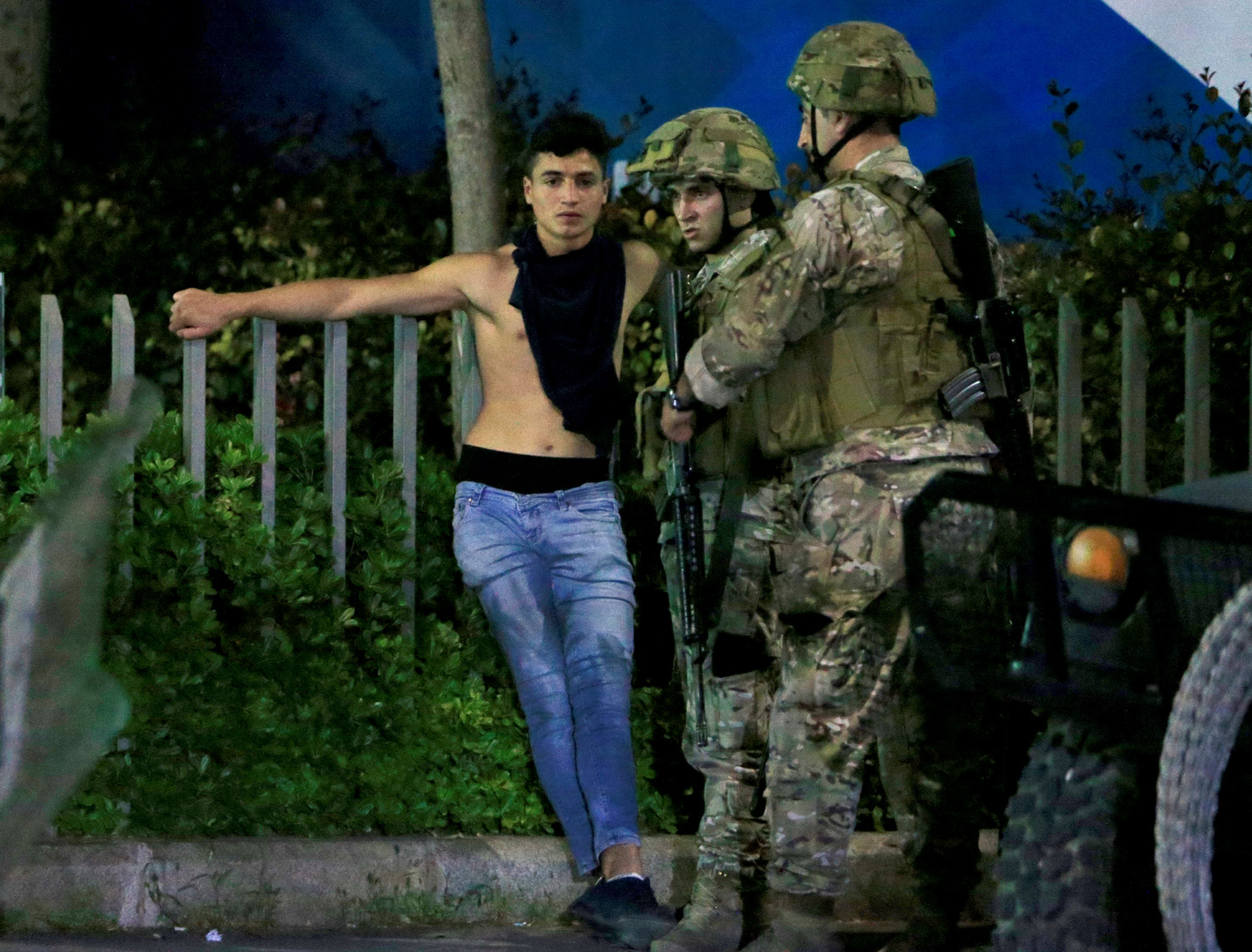 احتجاجات لبنان.. ليلة متوترة ومواجهات في صيدا وطرابلس