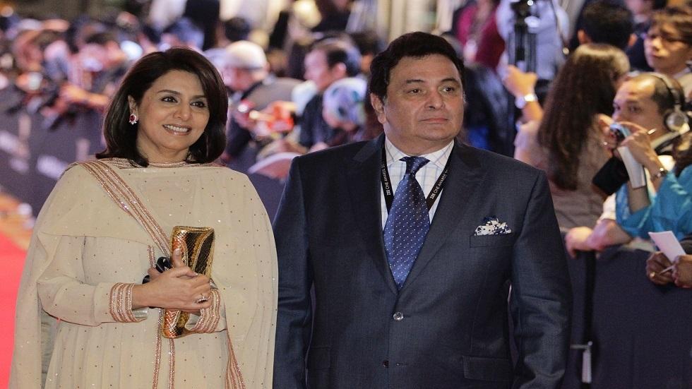 نجم بوليوود ريشي كابور مع زوجته نيتو سينغ