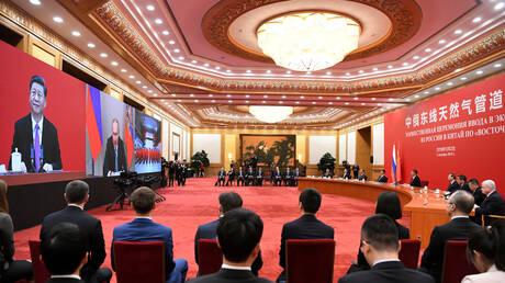 الصين وروسيا تقومان بما عجز عنه الاتحاد الأوروبي في مكافحة كورونا