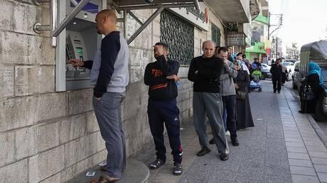 """مسؤول أردني سابق: نحتاج إلى أحكام عرفية لسنتين و""""إجراءت جراحية"""" للخروج من أزمة الاقتصاد"""