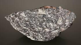 قطعة من القمر تعرض للبيع  بمبلغ 2.5 مليون دولار
