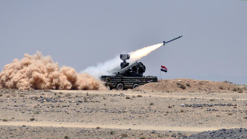 إطلاق صاروخ من منظومة سورية للدفاع الجوي