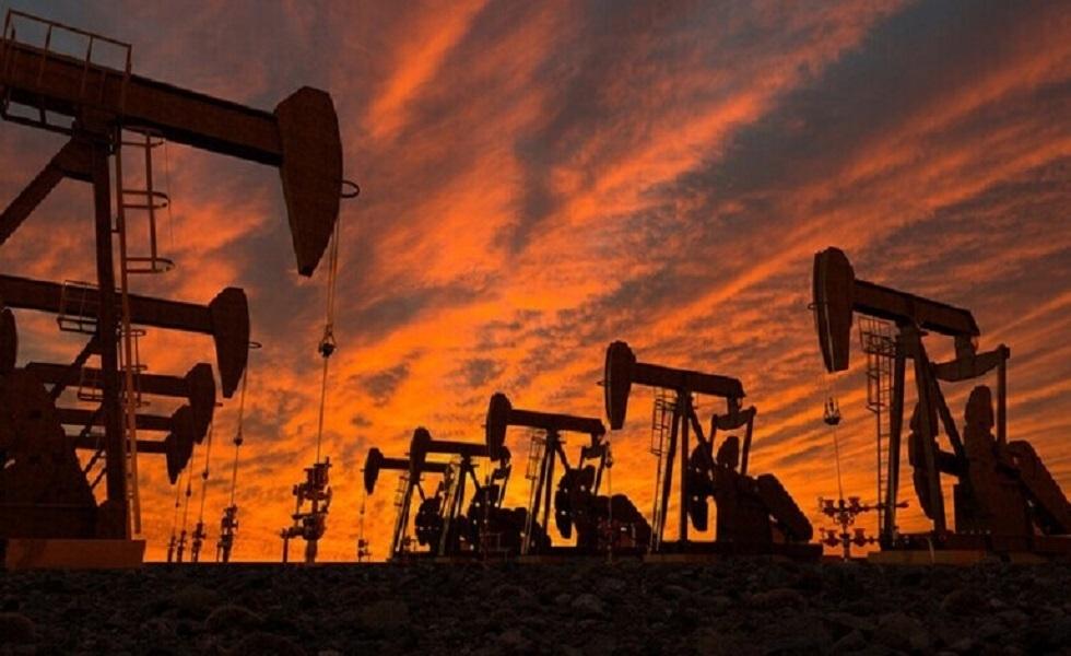 هبوط في انتاج الخام وأسعار النفط تصعد 3% مع تخفيف دول إجراءات العزل
