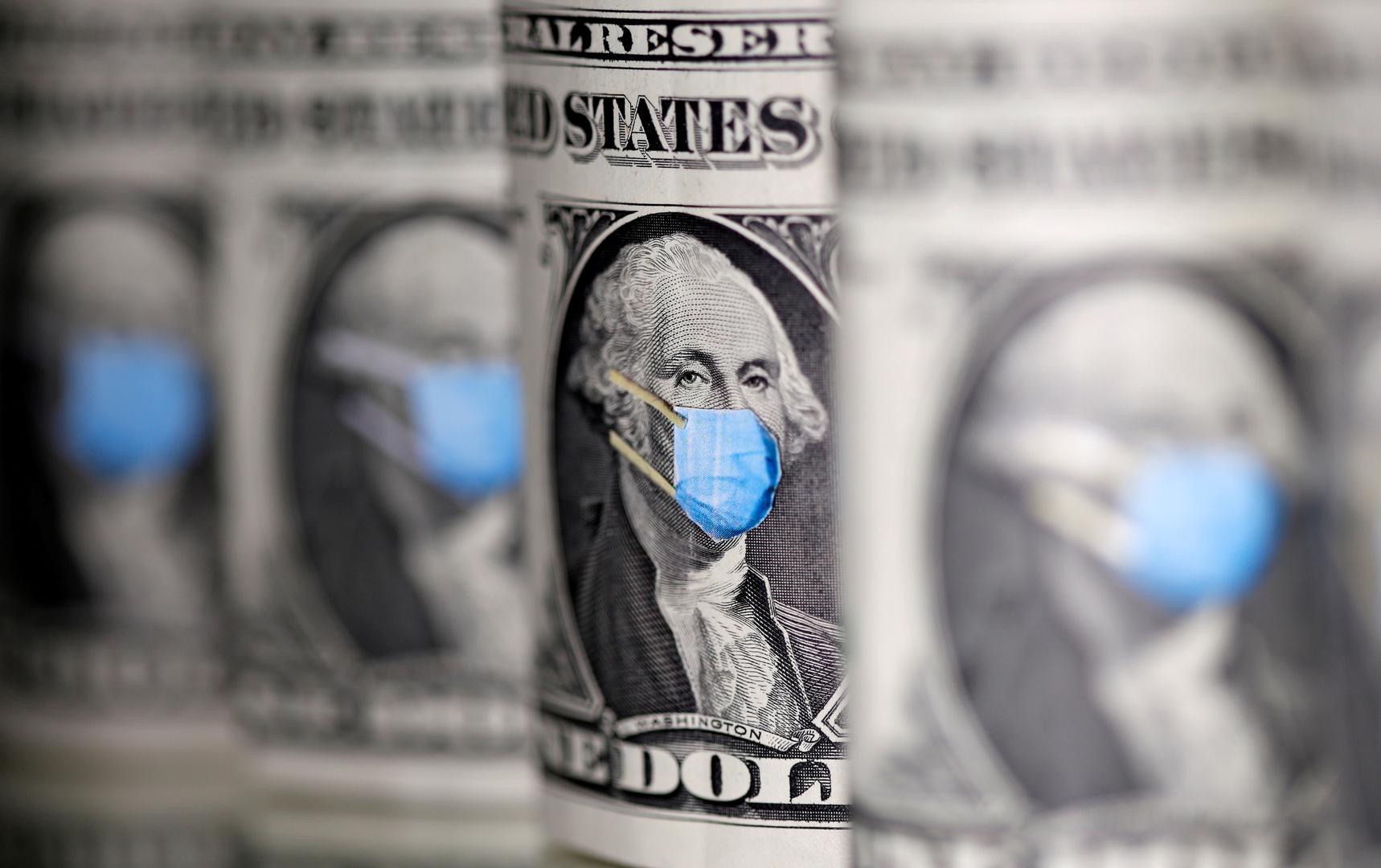 الدولار يتراجع في ظل التوتر بين أمريكا والصين