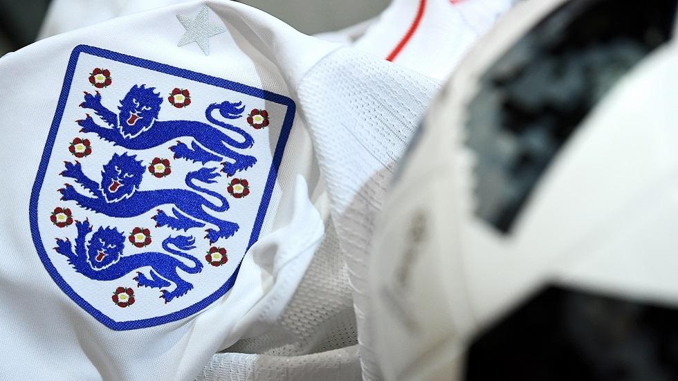 لاعبو إنجلترا واسكتلندا يتبرعون بالمال