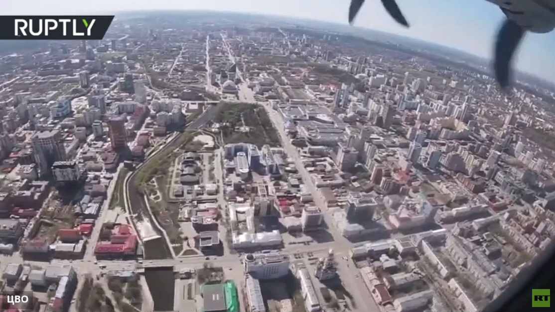 بالفيديو من قمرة الطيار.. تدريبات القوات الجوية قبيل عرض النصر في يكاترينبورغ الروسية