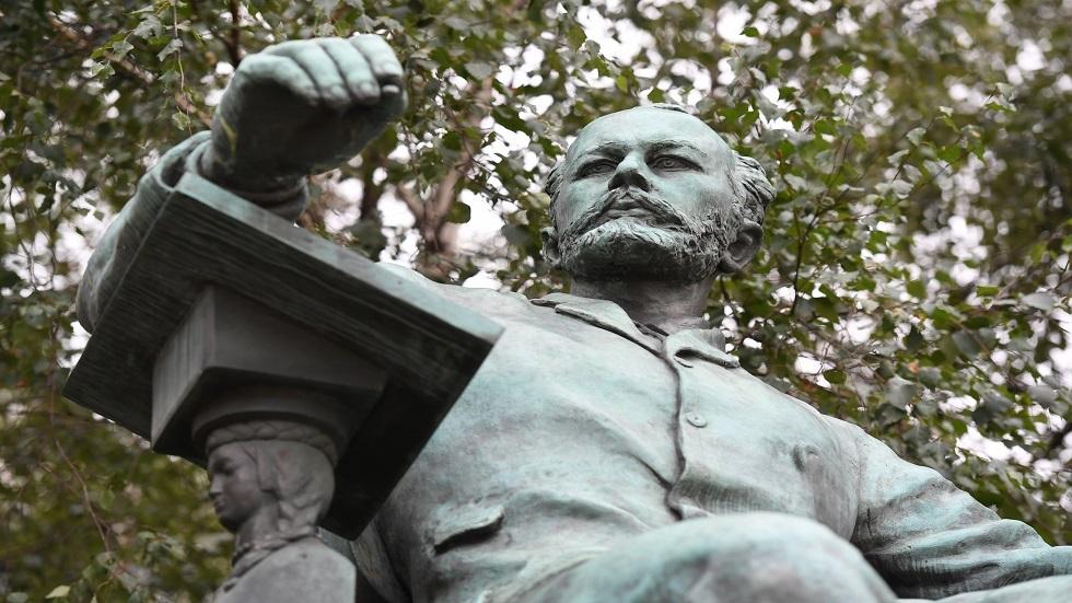 تمثال بيوتر تشايكوفسكي