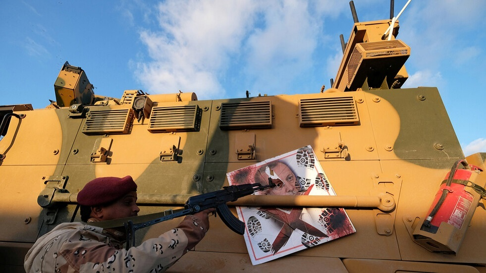 ليبيا.. تعرض محيط سفارتي تركيا وإيطاليا بطرابلس لقصف من قوات حفتر