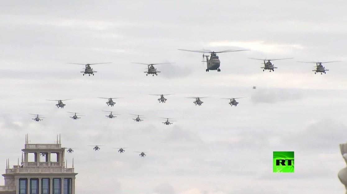 75 طائرة ومروحية في سماء موسكو في الذكرى الـ75 للنصر على النازية