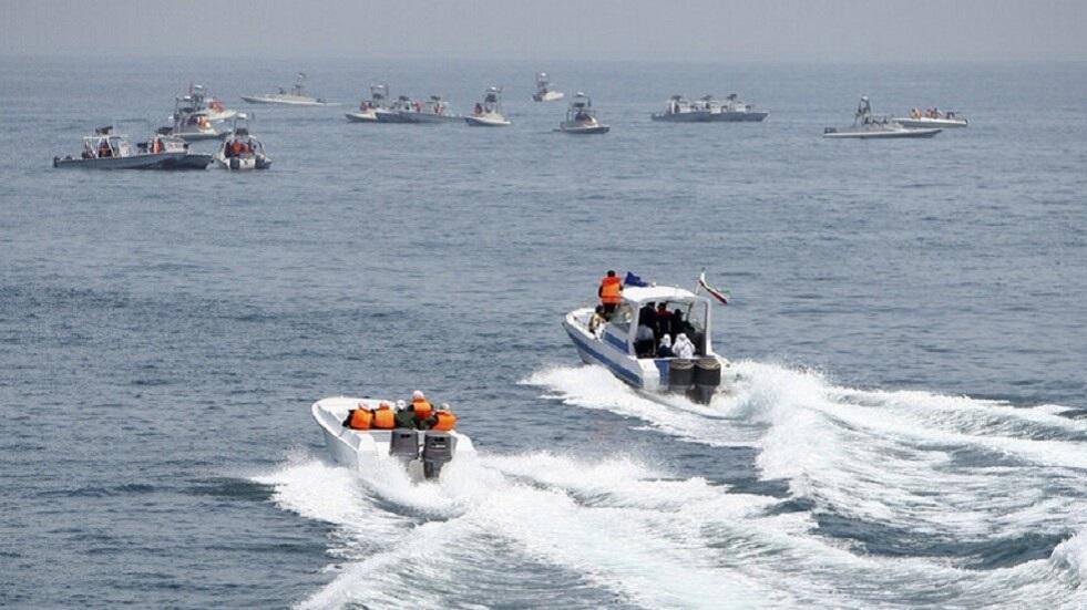 أنباء عن قصف مدمرة للجيش الإيراني بالخطأ سفينة حربية إيرانية وأنباء عن مقتل العشرات