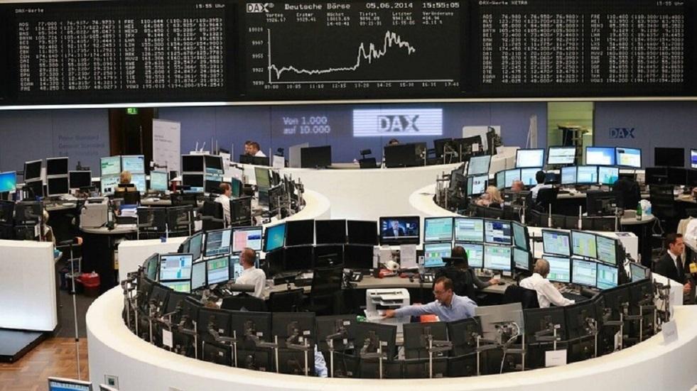 الأسهم الأوروبية تتراجع بفعل خسائر قطاعات مرتبطة بمخاوف من موجة كورونا ثانية