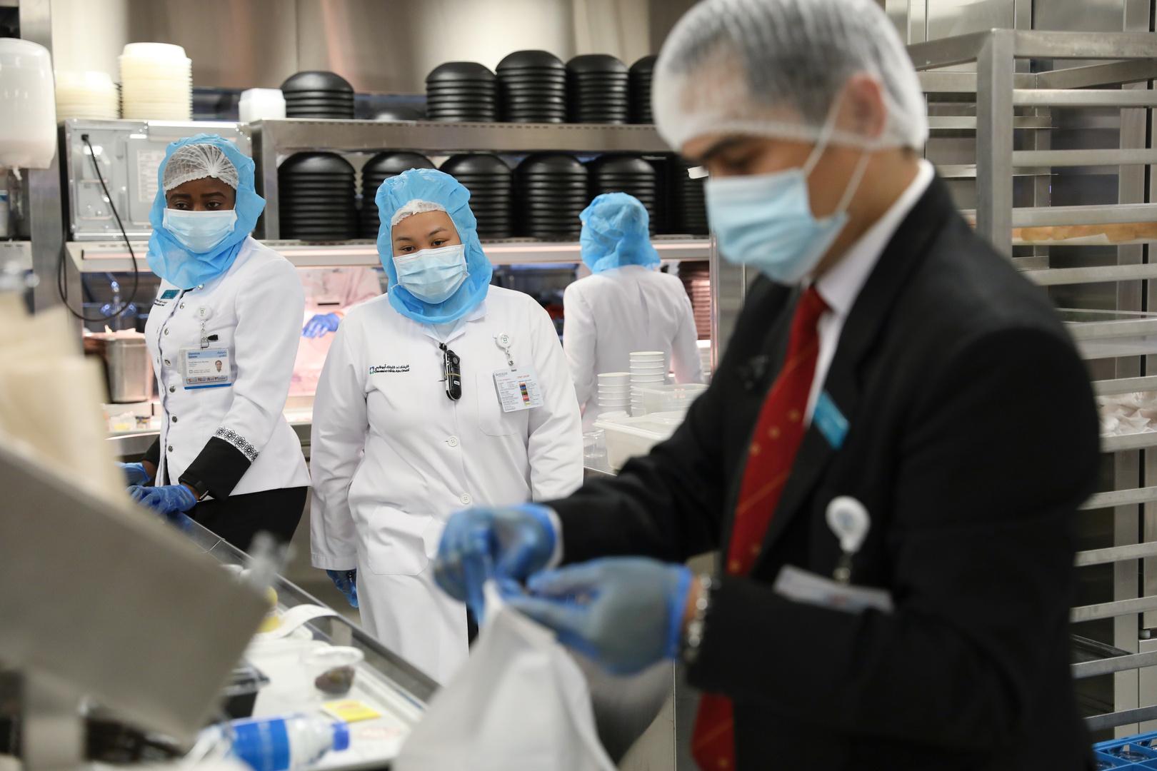 عدد المصابين بكورونا في الإمارات يقترب من 20 ألفا وفي سلطنة عمان تجاوز 3700