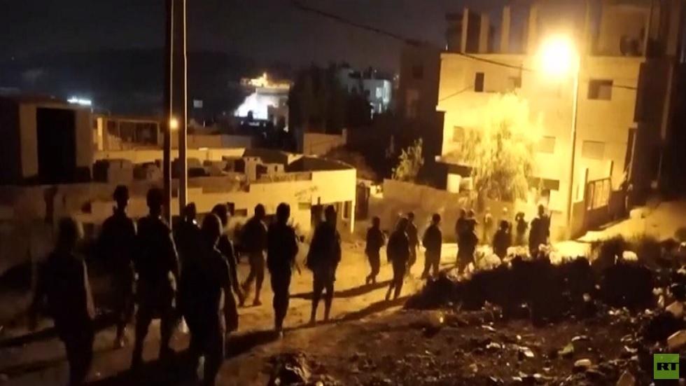 اعتقال فلسطينيين عقب مقتل جندي إسرائيلي