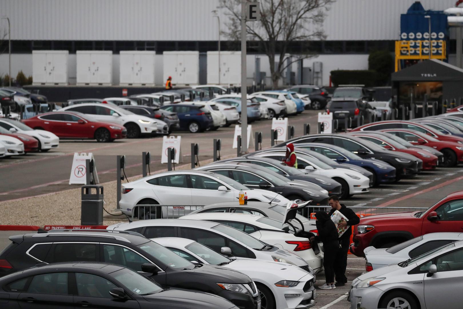 مصنع تسلا للسيارات الكهربائية في كاليفورنيا