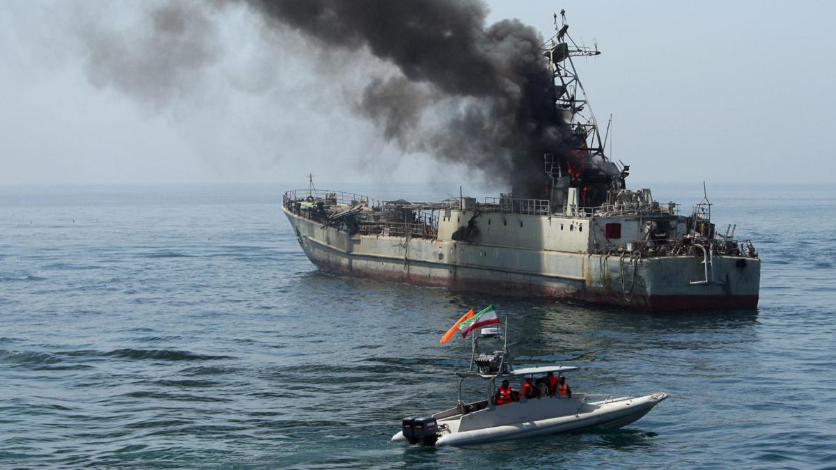 الجيش الإيراني ينفي أن يكون الحرس الثوري قصف البارجة كونارك