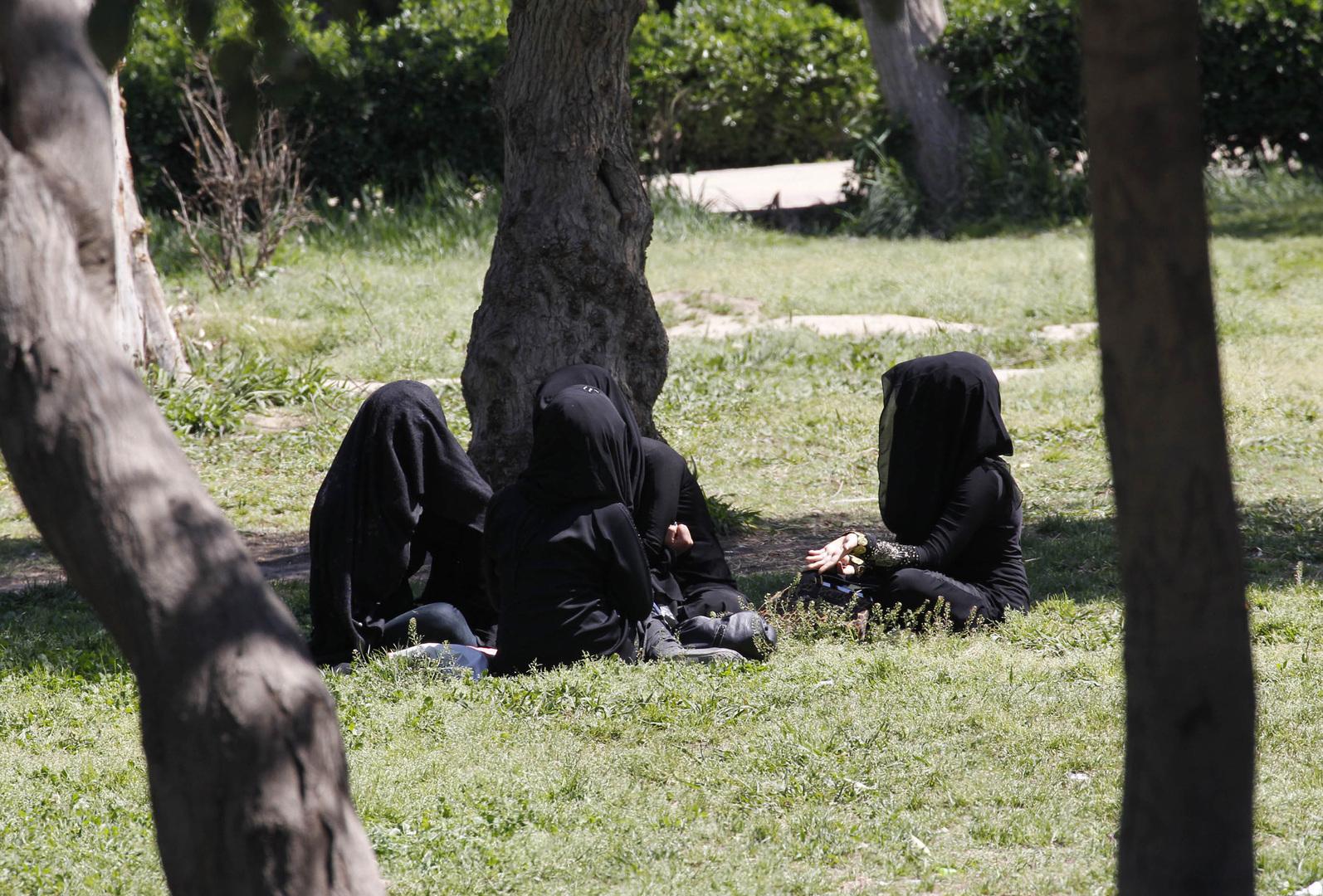 إحباط محاولة هروب 3 نساء