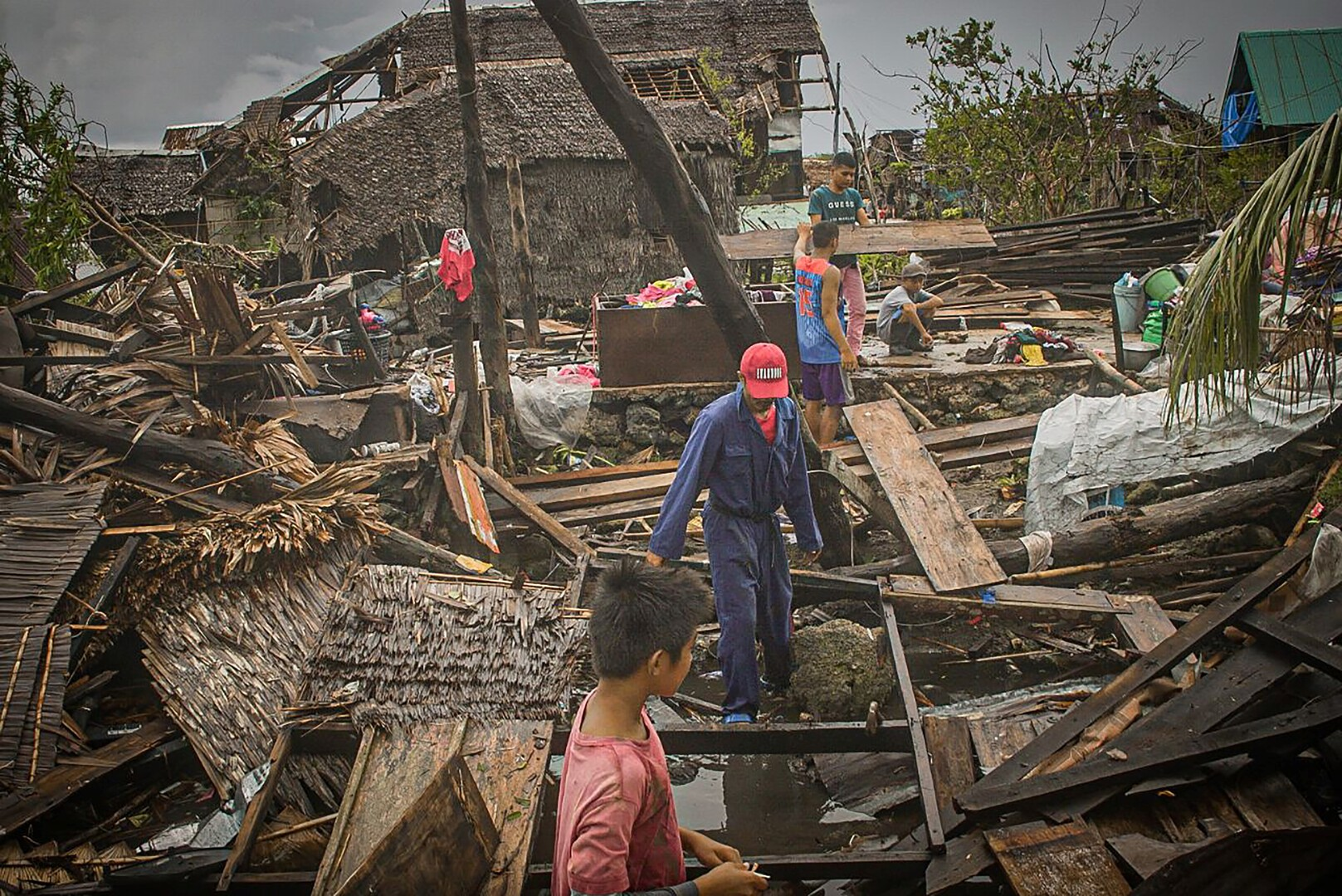 إعصار قوي يجبر 140 ألف شخص على مغادرة منازلهم في الفلبين