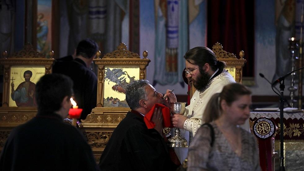 للمرة الأولى منذ أسابيع.. كنائس اليونان تفتح أبوابها أمام المصلين