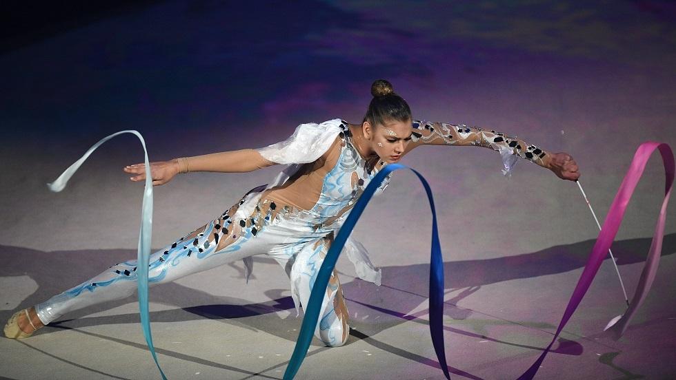 شاهد بالفيديو.. بطلة روسية تقوم بحركات تثير الدهشة لمرونة ورشاقة جسمها