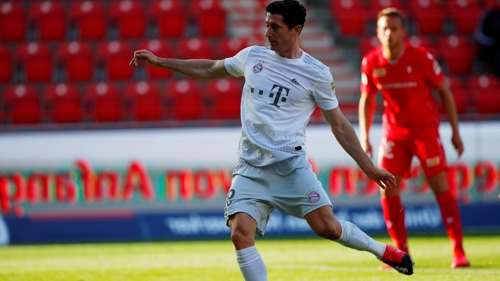 ليفاندوفسكي يسجل 40 هدفا للموسم الخامس تواليا (فيديو)