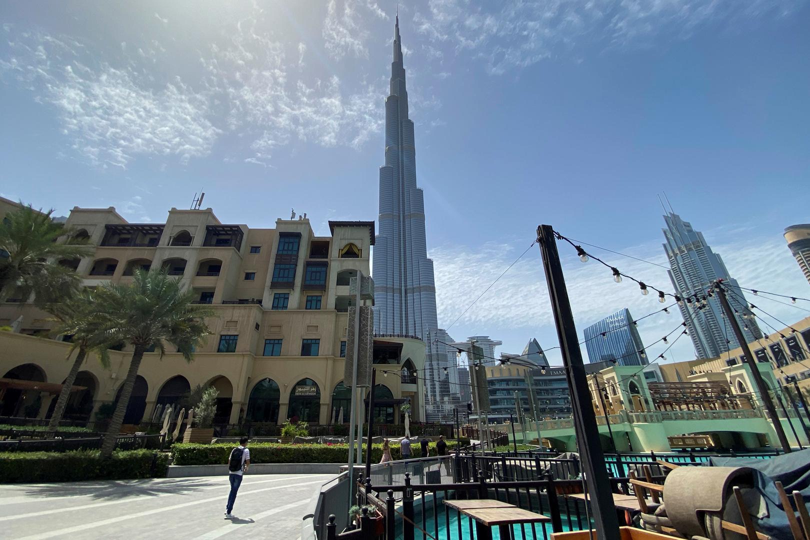 الإمارات تسمح بعودة حاملي الإقامات المتواجدين في الخارج والذين لهم أقارب في البلاد
